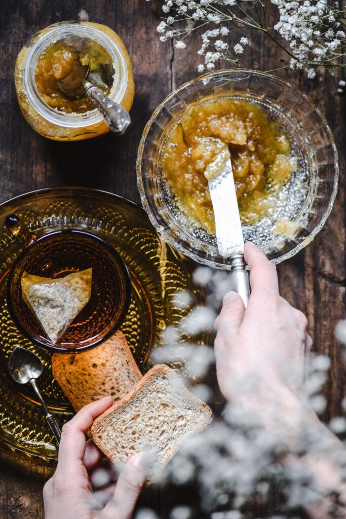Colazione con marmellata