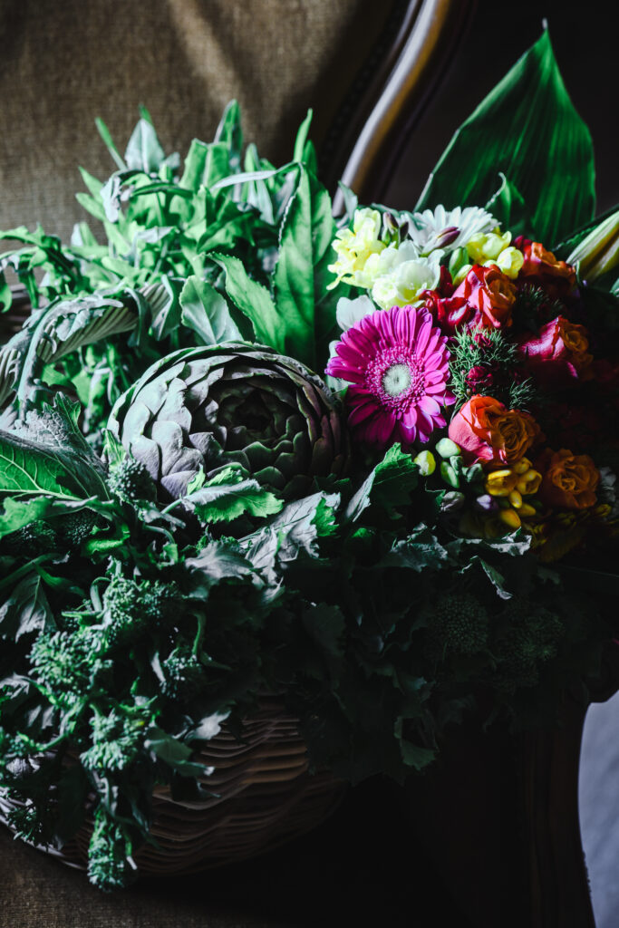 Bouquet di verdura e fiori